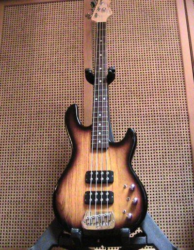 G&L L2000 bass